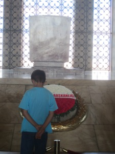 a child at Anitkabir